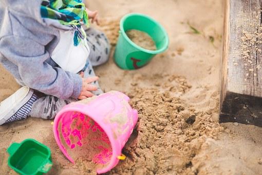 zandbak - spelen in de tuin - buitenspelen